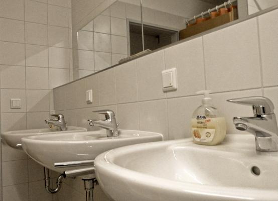 Bad eines Mehrbettzimmers1